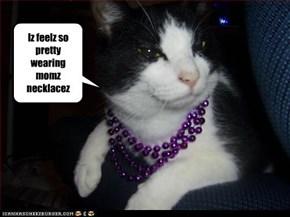 Iz feelz so pretty wearing momz necklacez