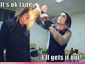 Uh, oh. Theres stuff in Jade's hair!
