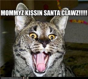 MOMMYZ KISSIN SANTA CLAWZ!!!!!