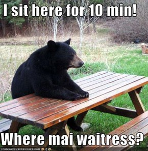 I sit here for 10 min!  Where mai waitress?