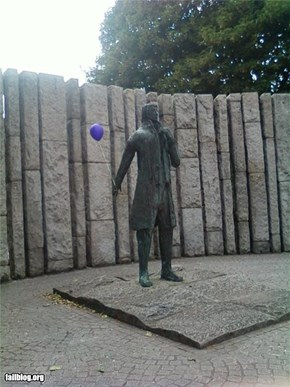 Even statues like balloons