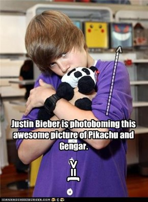 Justin Bieber is photoboming this awesome picture of Pikachu and Gengar.