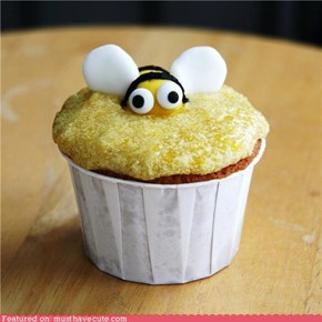 Epicute: Honey Bee Cupcake