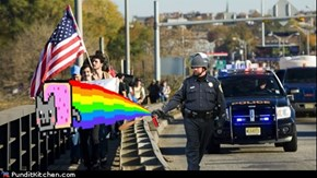 Cop Spraying Nyan Cat on marchers