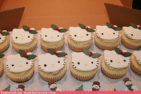 Epicute: Hello Kitty Christmas Cupcakes