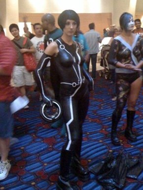 Cosplay-mate Of The Day: Tron Baby