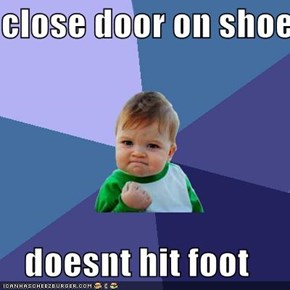 close door on shoe  doesnt hit foot
