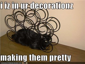 i iz in ur decorationz  making them pretty