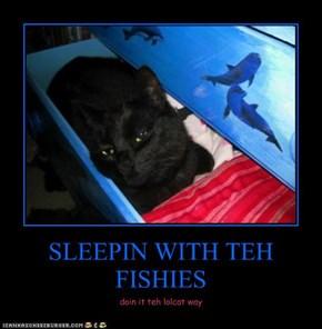 SLEEPIN WITH TEH FISHIES