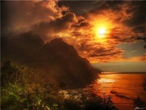 Sky Ablaze in Hä'ena Ahupua`a, Princeville, Hawaii