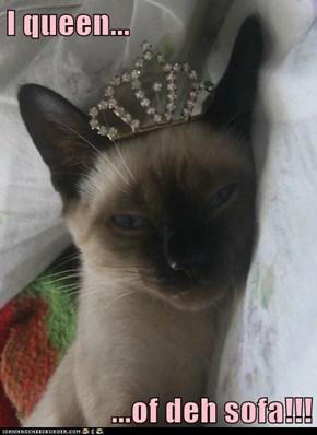 I queen...  ...of deh sofa!!!