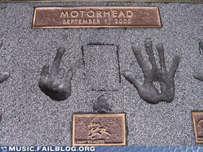 Music FAILS: Poor Lemmy's Disfigured Left Hand