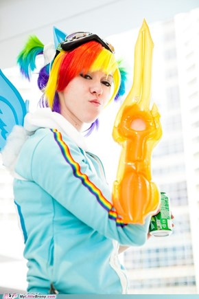 Cosplay: badass Rainbow Dash is badass!