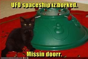 UFO spaceship iz borked.   Missin doorr.