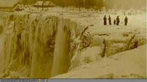 Rare Photo: Niagra Falls Completely Frozen